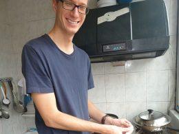 Knoedels maken (饺子) bij het gastgezin