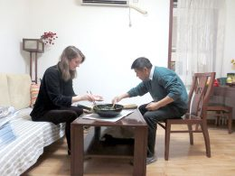 Gezamenlijk eten bij een Chengde gastgezin