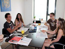 Studenten tijdens hun Chinese les
