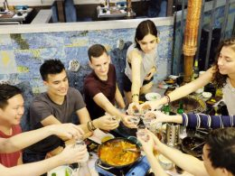 Tijd voor een toast en wat eten in Shanghai