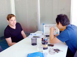 Docent Tony met zijn student